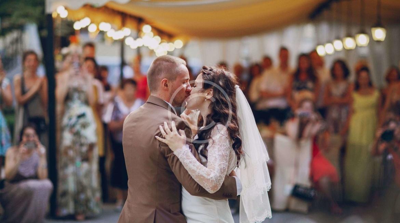 10 Hot Wedding Cake Trends 2016